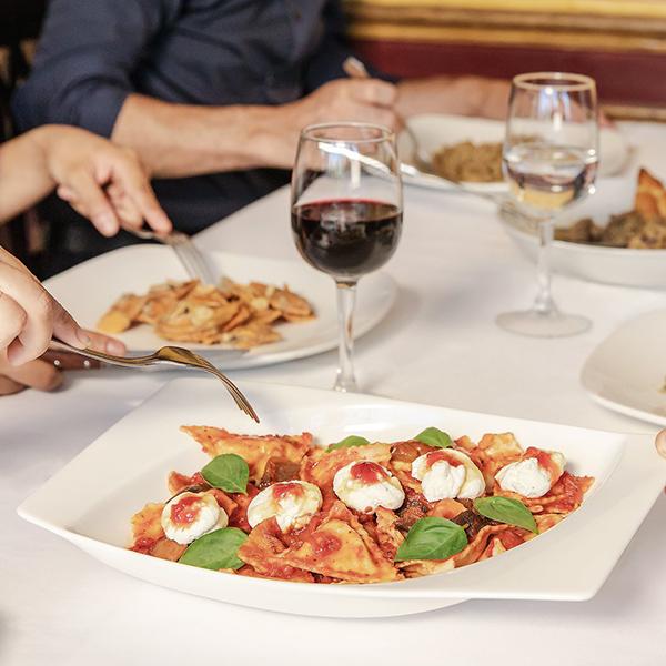 Mesa servida en Tagliatella