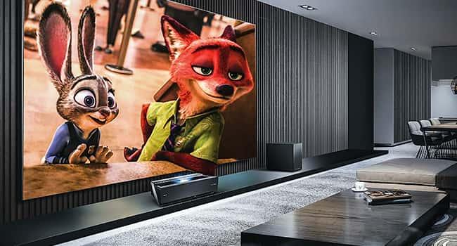 Gran pantalla de television con dibujos animados