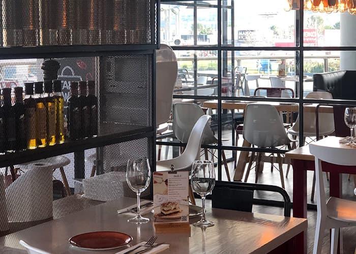 Interior restaurante Ginos Alcalá de Henares